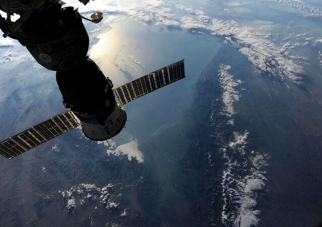 Un satellite sonde la Terre