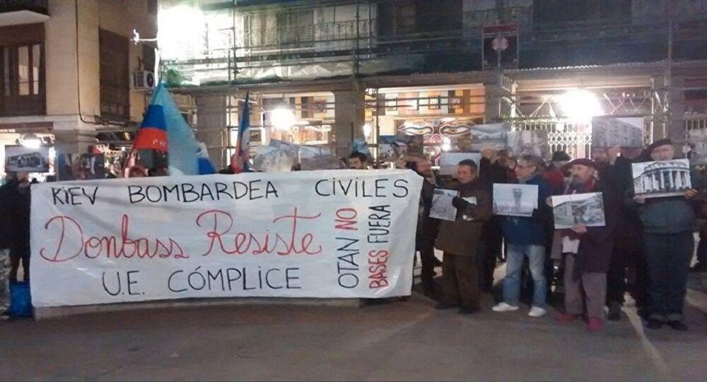 manifestants à Madrid pour dénoncer l'escalade du conflit dans l'Est de l'Ukraine.