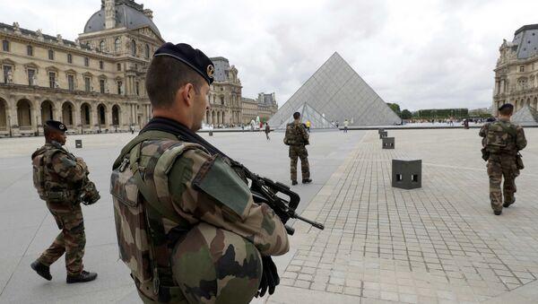 Des soldats français à Paris - Sputnik France