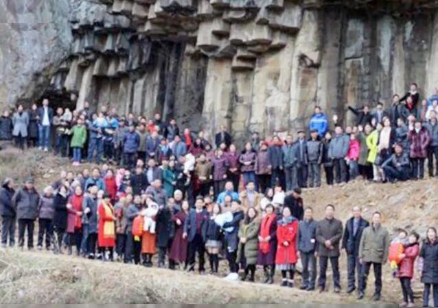 Incroyable photo de famille: 500 personnes réunies sur un cliché
