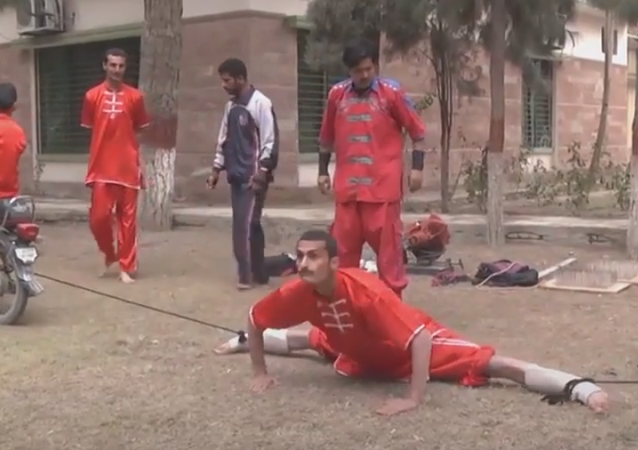 Vous en avez assez du yoga traditionnel? Alors cette école pakistanaise va vous intéresser!