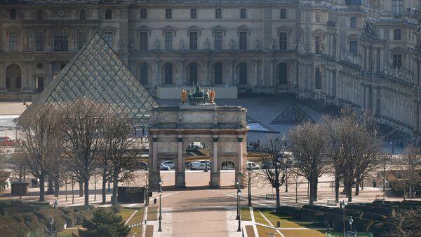 the Louvre museum and the Arc de Triomphe - Sputnik France