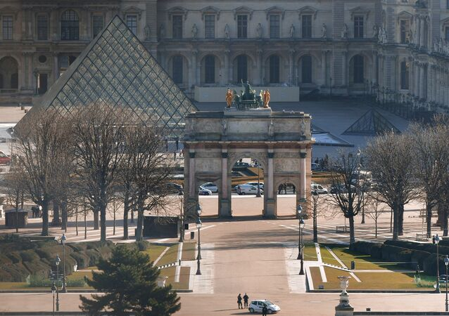 the Louvre museum and the Arc de Triomphe
