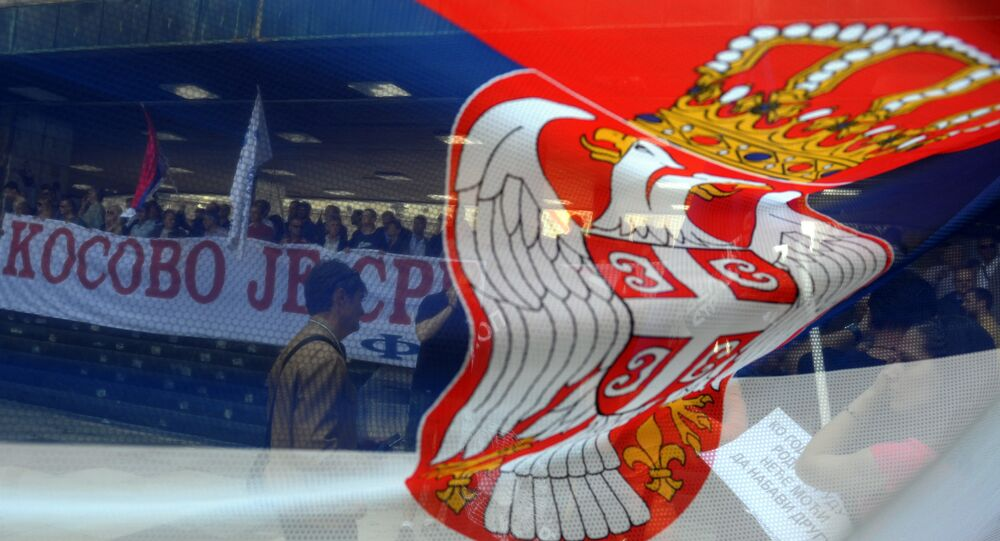 Die Nationalflagge Serbiens
