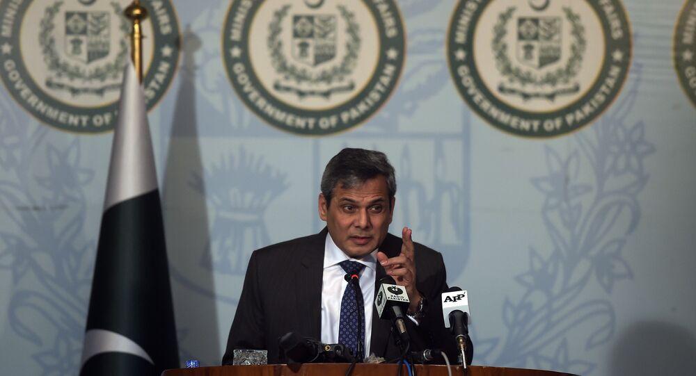 Le porte-parole du ministère pakistanais des Affaires étrangères, Nafees Zakaria, parle lors d'une conférence de presse à Islamabad le 29 septembre 2016