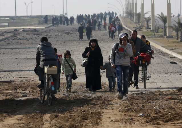 Des civils quittent Mossoul