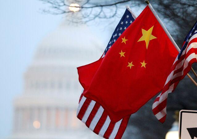 Drapeaux de Chine et des États-Unis