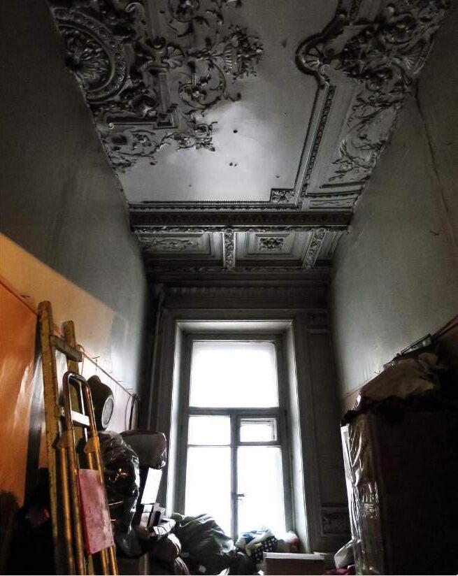 La vue d'un appartement communautaire à Saint-Pétersbourg.