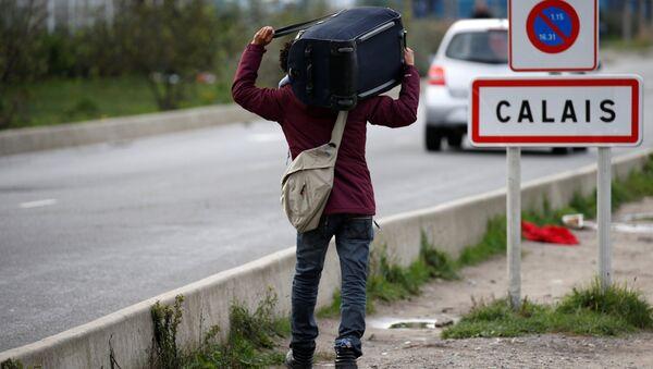 Un refugiado en Calais, Francia - Sputnik France