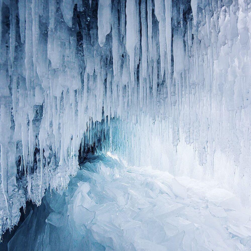 La beauté glaciale du lac Baïkal