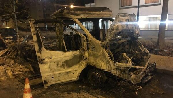 Véhicule détruit lors des émeutes - Sputnik France