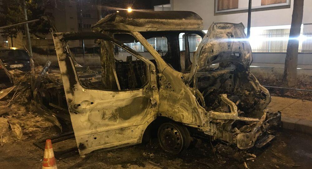 Véhicule détruit lors des émeutes