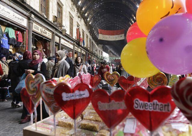 Malgré la guerre, les Syriens se réjouissent de la Saint-Valentin, fête des amoureux