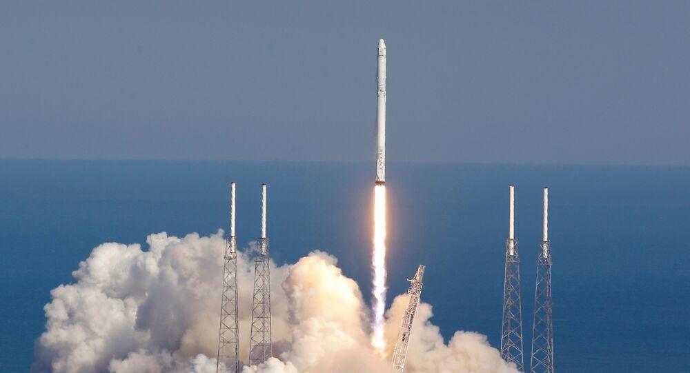 La fusée Falcon 9 décolle depuis le Cap Canaveral