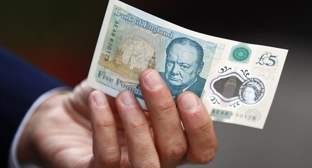 Elle trouve un billet rare valant 50.000 £ et en fait don à une œuvre de charité