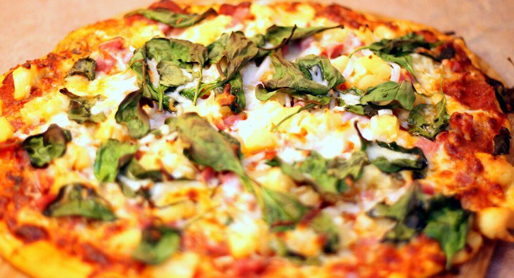 Une pizza à l'ananas