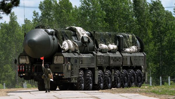 A Yars missile system en route to a field region at the final stage of the Strategic All-Around Competition, a field training contest in the Novosibirsk region - Sputnik France