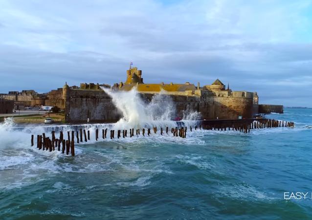 Les vagues-submersions à Saint-Malo