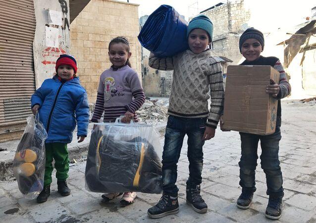 Vêtements, médicaments, bouteilles de l'eau… encore 6 t d'aide humanitaire russe en Syrie