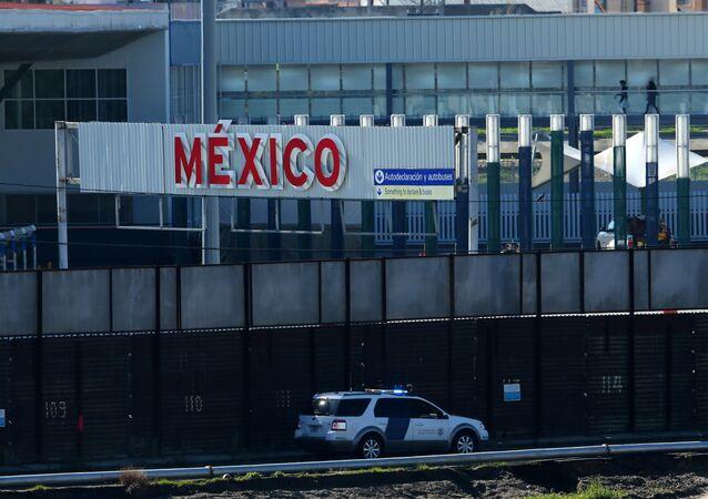 A la frontière entre les Etats-Unis et le Mexique