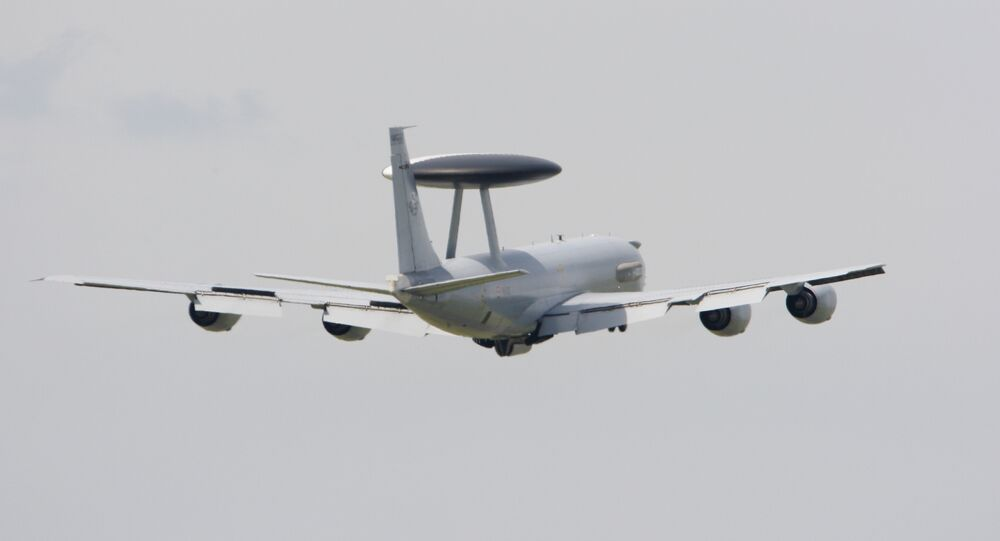 Un avion de détection et de commandement Boeing E-3 Sentry AWACS