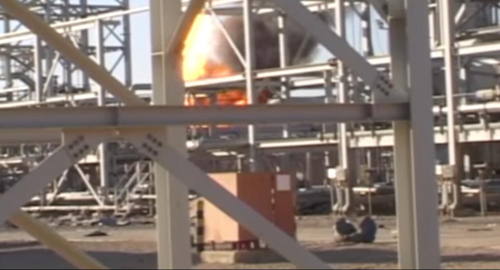 Un puits pétrolier en feu à Homs