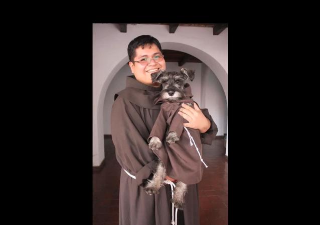 Un moine à quatre pattes fait craquer les internautes