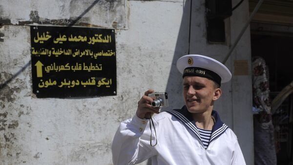 Un marin du croiseur russe Piotr Veliki lors d'une escale à Tartous - Sputnik France