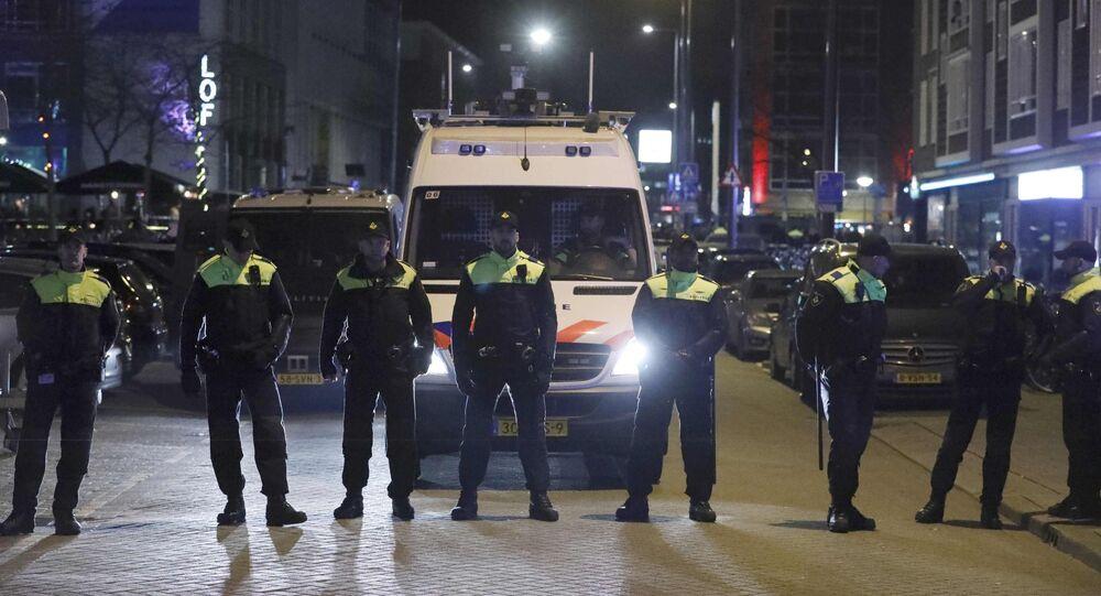 La police néérlandaise bloque les rues avant l'arrivée de Fatma Betül Sayan Kaya