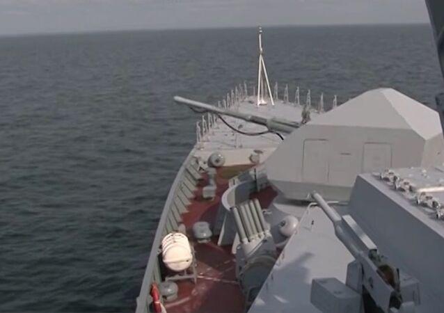 Tirs d'essai de la corvette furtive Soverchenny en Primorié