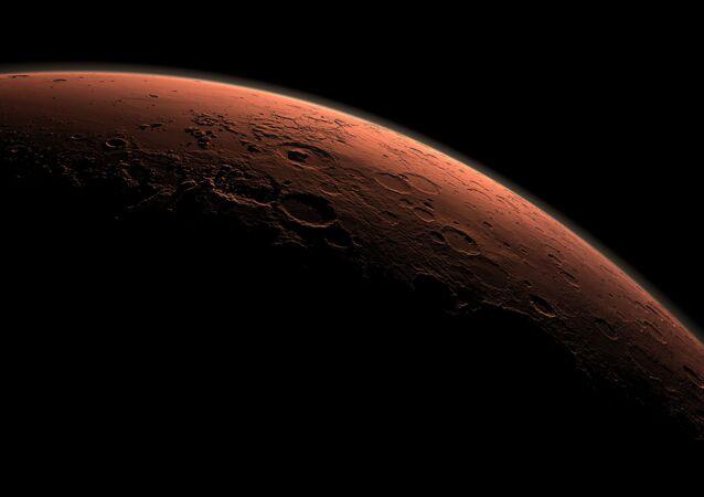 Планета Марс на восходе