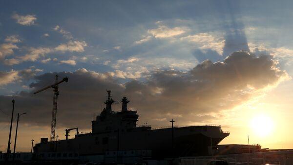 A Mistral-class warships dock at Saint-Nazaire harbor. - Sputnik France