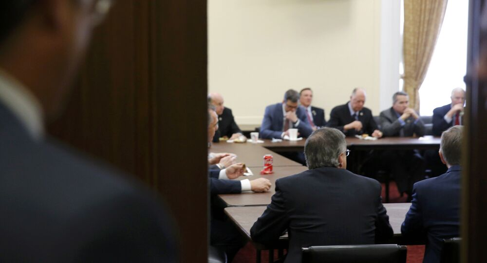 Qu'est-ce qui cloche sur cette photo du débat contre l'Obamacare?
