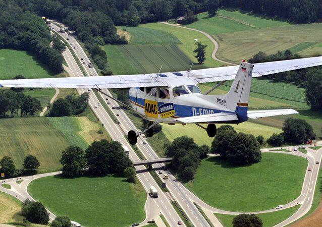 Un avion léger Cessna 172. Image d'illustration