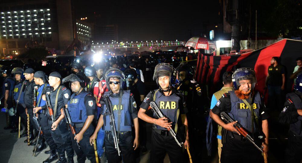 La police mise en état d'alerte après l'explosion survenue à l'aéroport de Dakha