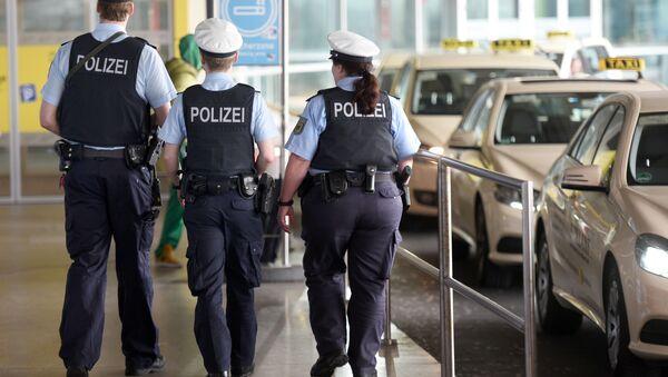 Colis suspect à l'aéroport de Cologne-Bonn: 500 personnes évacuées - Sputnik France