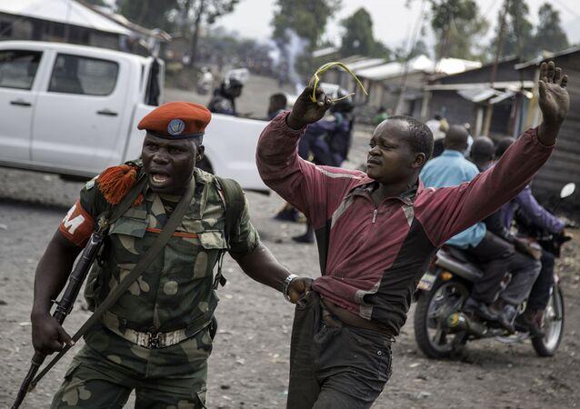 Des hommes armés décapitent 40 policiers au Congo