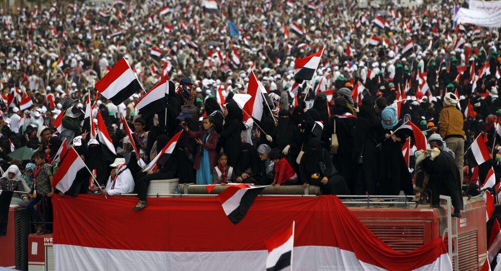 Des centaines de milliers de Yéménites protestent contre l'intervention militaire de l'Arabie saoudite à Sanaa
