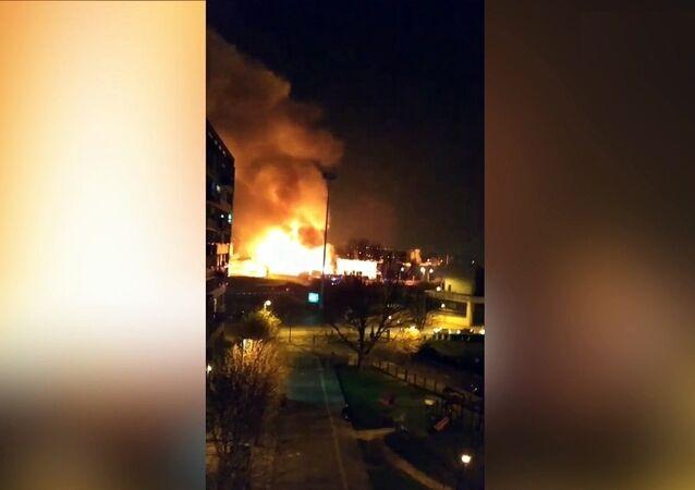 Incendie dans un entrepôt de Bondy