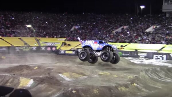 Un salto avant en monster truck - Sputnik France