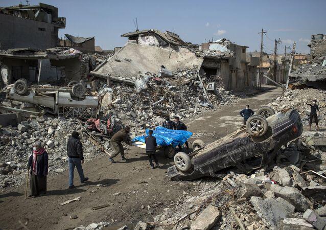 Les corps des victimes civiles des hostilités à Mossoul