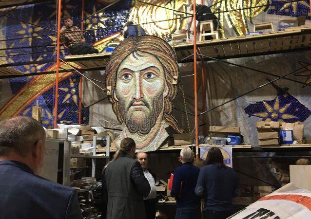 Une mosaïque russe pour la plus grande église orthodoxe des Balkans