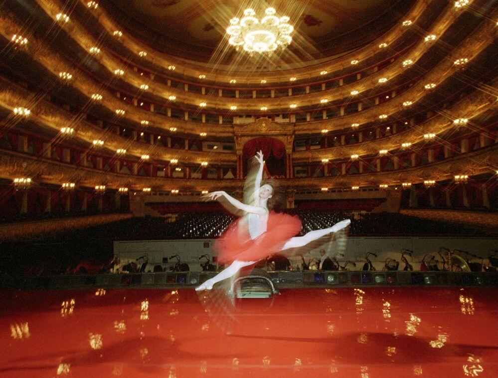 Sur la scène du Théâtre du Bolchoï.
