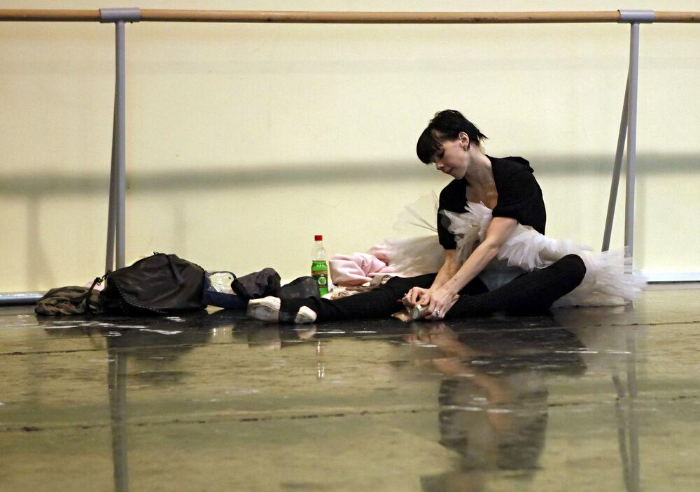 La soliste de ballet du Bolchoï Natalia Ossipova en répétition au Théâtre du Bolchoï