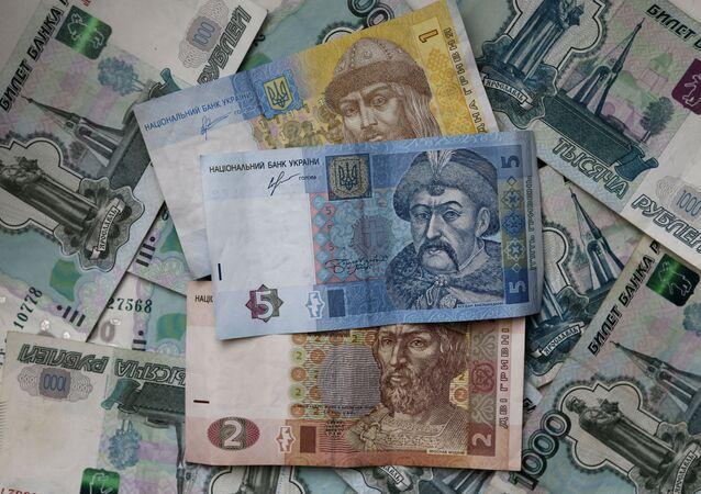 Les billets et pièces de monnaie russes et ukrainiennes