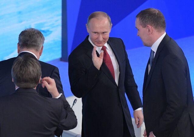 Vladimir Poutine au forum international Arctique, territoire de dialogue, qui se déroule à Arkhangelsk (nord de la Russie)