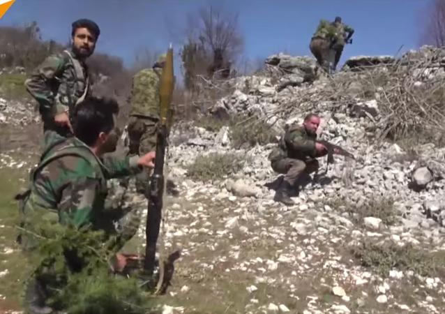 Les exercices militaires des volontaires en Syrie