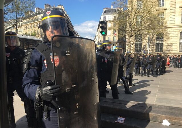 La manifestation des Chinois dégénère à Paris