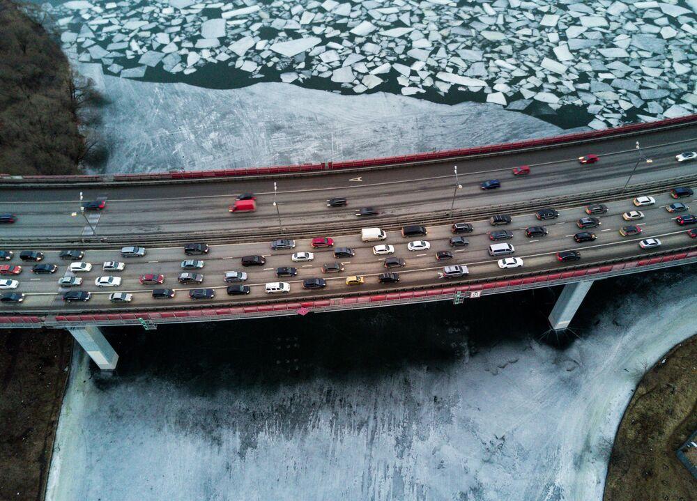 La glace sur la Moskova sous le pont Jivopissny