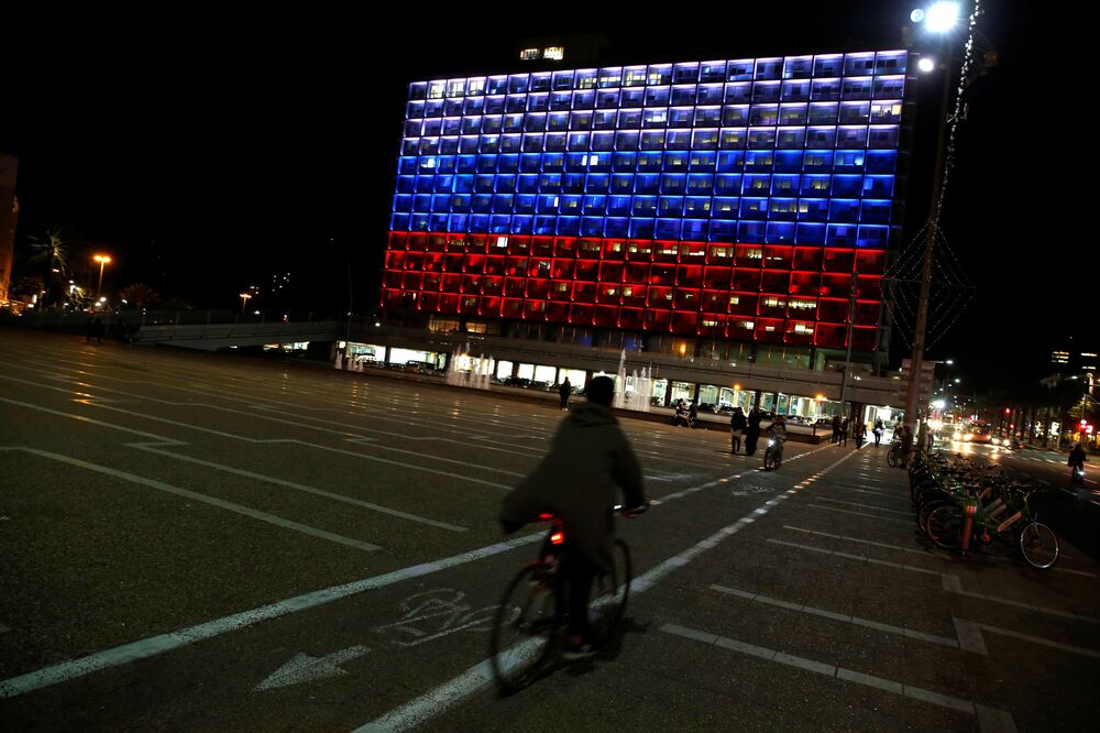 L'hôtel de ville de Tel Aviv a été illuminé aux couleurs du drapeau russe en mémoire des morts dans le métro de Saint-Pétersbourg